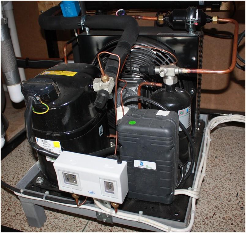 Аквариумный холодильник. Фильтр для торгового аквариума. Оборудование для торговых аквариумов. Песочный фильтр в аквариум для торговли живой рыбой.