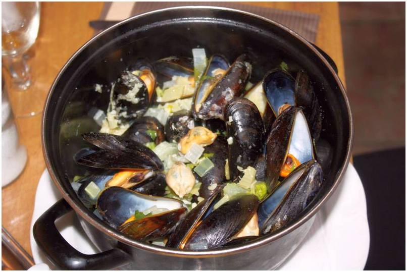 Морепродукты. Мидии, крабы, устрицы, омары, лангусты, ракообразные. Аквариумы для содержания морепродуктов.