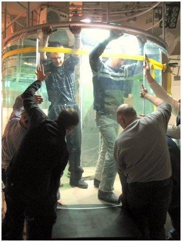 Купить аквариум в Харькове. Заказать аквариум в Харькове. Аквариумы на заказ. Аквариумы с гнутыми стеклами. Аквариум купить. Цены на аквариумы. Изготовить аквариум Сборка аквариума-цилиндра из триплекса.