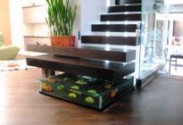 """Ступенька лестницы - аквариум. Идея: фирма """"Интерьер-дизайн"""". Оформление: Васютин О."""